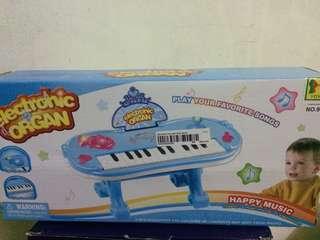 Mainan piano electronic
