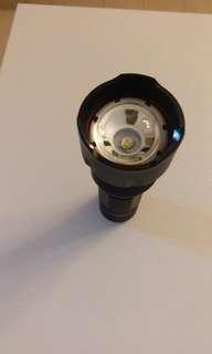 超強LED電筒,送電池一粒((電筒原有一垃