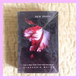 New Moon by Stephenie Meyer