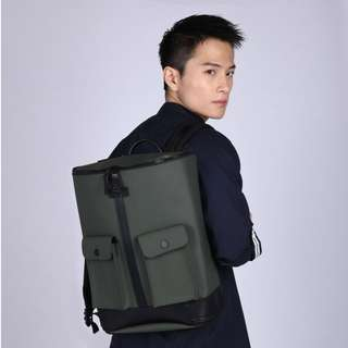 Frequent Flyer Backpack (原價: HK$1,399; 依家: HK$900)