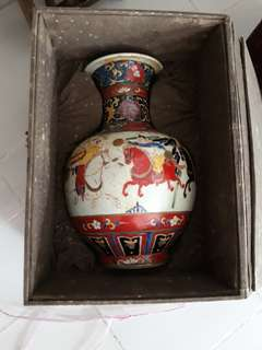 Ming dynasty genuine n authetic Famille rose vase decorated with human characters. Offer price.