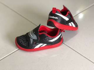 UK 5 1/2 Shark Reebok Baby Shoes