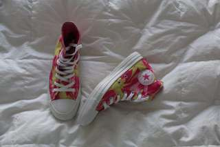 Preloved converse pink and yellow bird pattern (nego)
