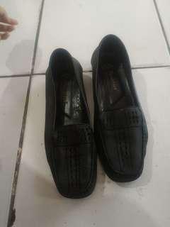 TIS GRATIS Sepatu hitam elastis