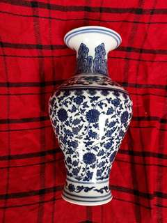 Qing dynasty B n W vase decorated with peony linked up flowers 30cm high.