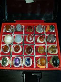 Batu Agate in this ring box letting go in cheap price ( Pls Read Below )Self collection at Punggol Drive under my blk.
