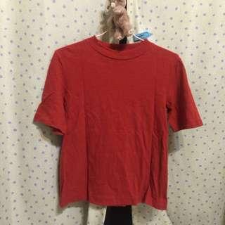 Uniqlo 橘紅色上衣素T