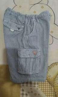 Celana pendek cargo Guess
