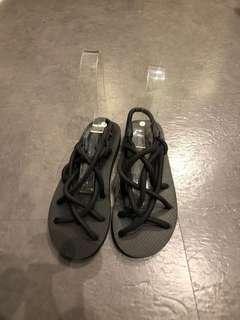 🚚 黑色歐美瓶底羅馬綁繩涼鞋大尺碼海灘沙灘渡假脫線