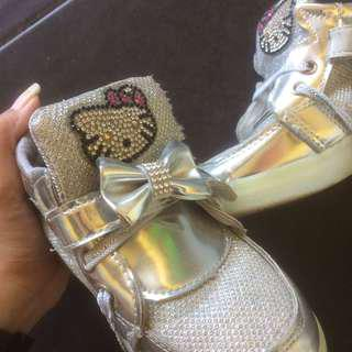 boot silver kitty