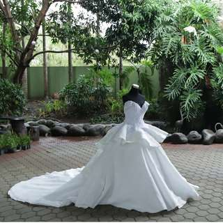 preloved off shoulder wedding gown with detachable trail