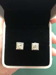Pair of earring princess cut