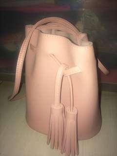 Dijual cepat!sling bag miniso,baru dipake 1 kali