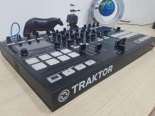 Traktor Kontrol S5 DJ Controller - Best mid-range controller in the market