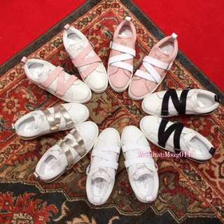 Valentino 專櫃最新系列 小白鞋 休闲鞋