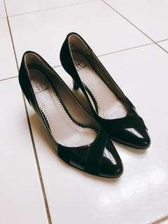 🚚 HELENE SPARK 典雅黑氣質高跟鞋