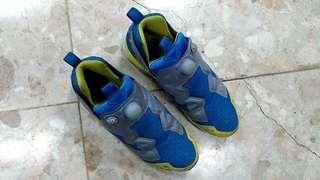 🚚 超低價出清reebok充氣運動慢跑鞋