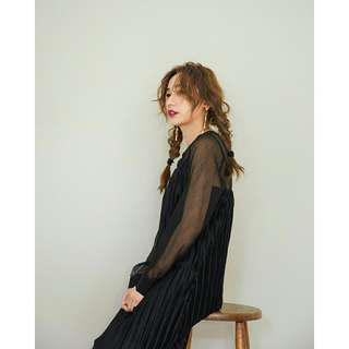 【Mercci22 漢娜自創品牌】特價↘-買一送一!!質感金蔥壓褶細肩帶洋裝+立體下擺透膚洋裝(黑S)