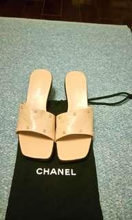 🚚 CHANEL經典小羊皮金屬logo涼鞋 39