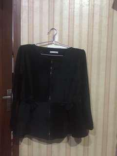 blazer lembut hitam