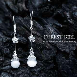森林少女 珍珠垂墜 銀色世界梅花 耳針 耳環 水鑽 喜宴裝扮 抗敏鋼針
