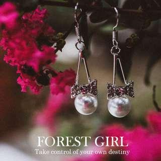 森林少女 蝴蝶結珍珠水鑽 耳環 耳針 earring 三角 垂掛 氣質典雅 人氣大推