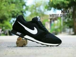 Sepatu sport nike waffle trainer hitam putih casual cewek cowok