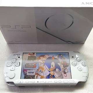 WHITE PSP 3000 FOR SALE