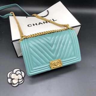 Chanel 香奈兒leboy 系列67086羊皮原單小羊皮,超質感柔軟細膩菱格Boy 眾多明星同款集時尚,花金五金長方形定型簡易設計更顯簡單精緻尺寸:25.5cm