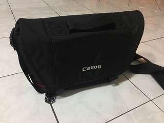 Canon DSLR Camera Shoulder Bag (Black)