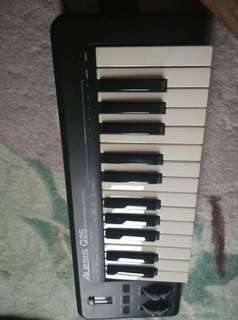 Alesis Q25 Home Studio Music Keyboard