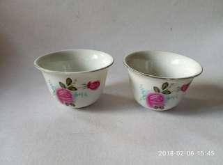 月季花茶杯仔兩隻。