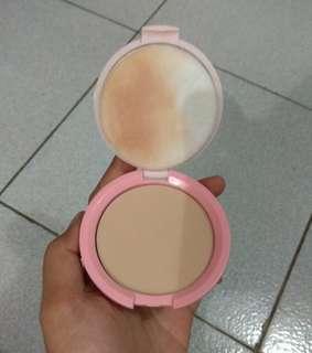 Compact powder emina