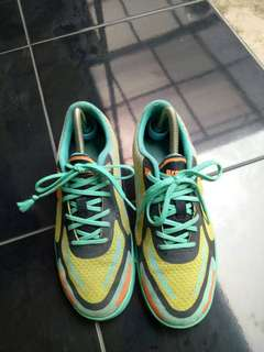 Sepatu breaker