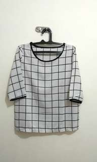 Blouse square black and white