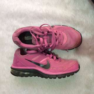 SALE!! AUTH NIKE RUNNING SHOES