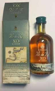金花特别版XO酒辦50ml連盒一支。