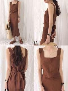 現貨/質感佳棕色方領綁帶連身拉鍊洋裝/顯白顯瘦