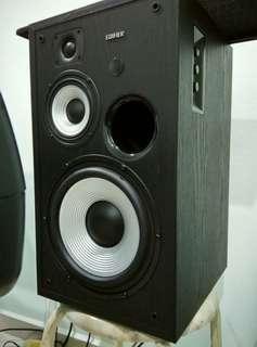 Edifier R2800 active speaker