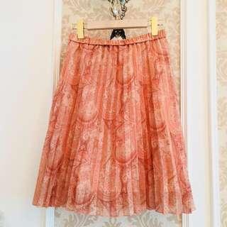 🚚 專櫃品牌 H2O 好美蜜桃粉色系 波西米亞圖騰華麗風情印花點金絲 細緻百摺雪紡絲紗 彈性伸縮腰圍 千金款美裙