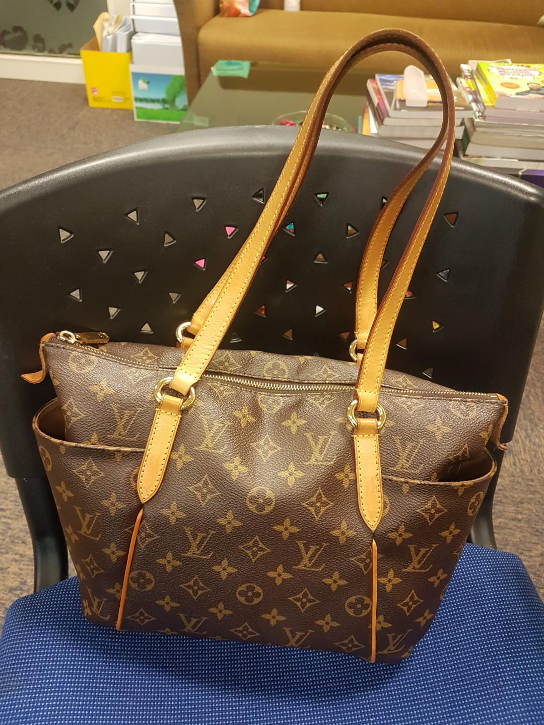 Authentic preloved louis vuitton LV totally Pm