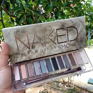 NAKED Smokey eyeshadow