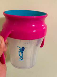 No spill feeding cup for baby