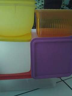 Various tupperware