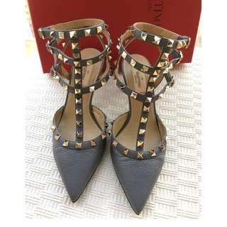 Valentino Garavani   rockstud leather heel pumps shoes  *** Made in Italy Size 38  ***