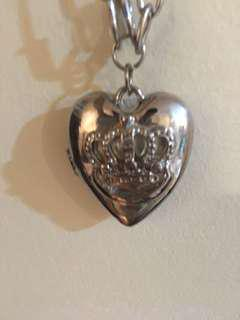 Necklace - Queens crown on heart