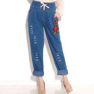 Flower patchs baggy jeans
