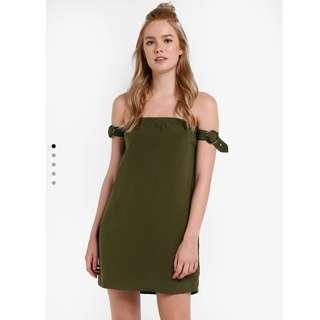 🚚 二手近新🇺🇸歐美牌墨綠平口露肩手臂扣環洋裝S號