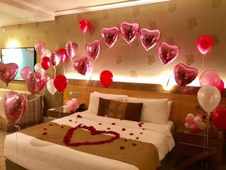 Hotel Room Flower and Balloon Decor