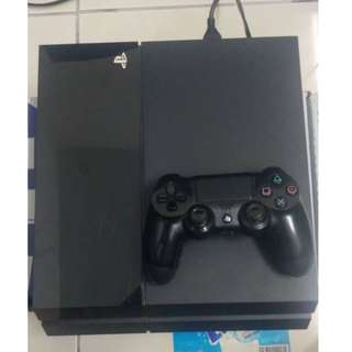 PS4 PHAT + 1 GAME
